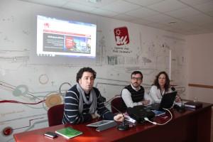 Pedro del Cura (izquierda), durante una rueda de prensa de IU Rivas (Foto Rivas Actual)