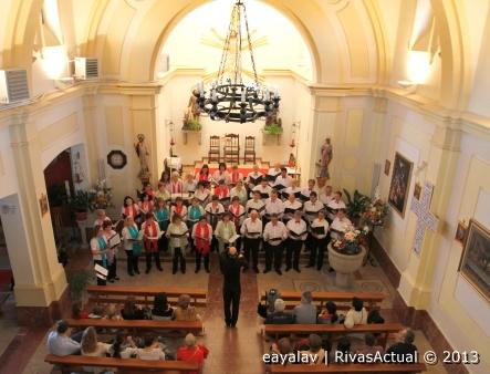 El coro durante su actuación (Foto: Enrique Ayala)