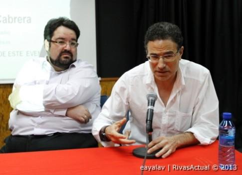 Fernando López (izquierda) y José Guadalajara, durante la presentación de la Escuela Letras Vivas (Foto: Enrique Ayala)
