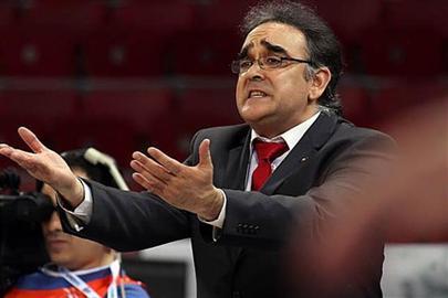 José Ignacio Hernández dirigiendo un partido (Foto archivo FEB)