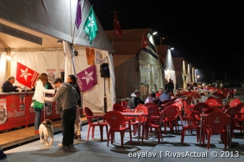 Muy poca gente ante las casetas (Foto: Enrique Ayala)