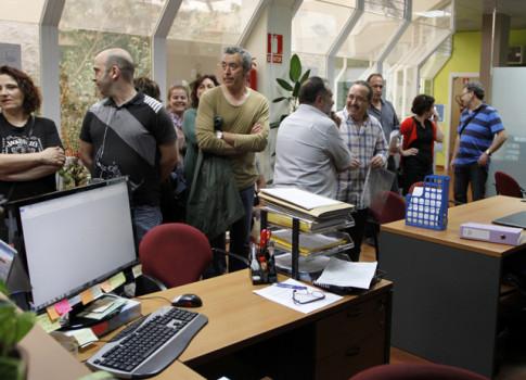 La delegación de comerciantes, entregando su escrito en las oficinas de Covibar, el pasado 15 de mayo (Foto: Enrique Ayala)
