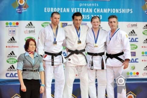 Francisco Lorenzo (primero por la derecha), en el podio (Foto cortesía del club)