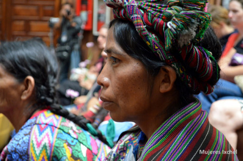 Mujeres de la etnia Ixchel, de Guatemala (Foto tomada del blog tomalapalabra.periodismohumano.com)