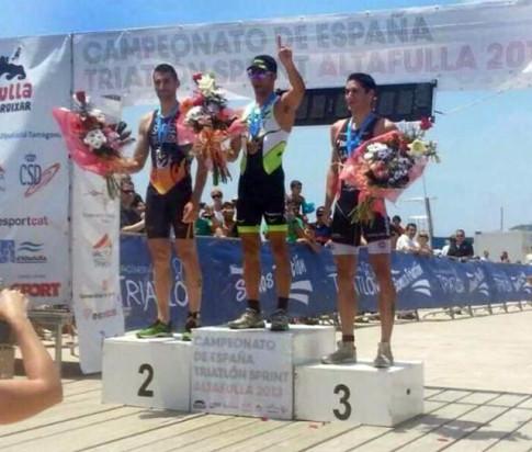Luis Miguel Sánchez (segundo), en el podio del Campeonato (Foto cortesía del club)