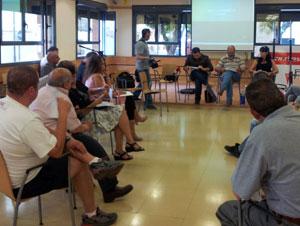 Imagen de una asamblea de barrio, el pasado mes de febrero en  Rivas