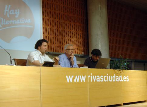 De izquiwrda a derecha, Pedro del Cura, Cayo lLara y Eddu Sánchez, durante una de las sesiones de la Escuela (Foto cortesía de IU Rivas)