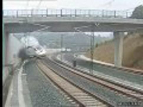Fotograma del video que publicamos en Rivas Actual, grabado por la cámara fija que RENFE tiene dispuesta en el tramo del siniestro
