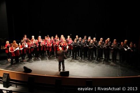 El Coro Rivas, durante su actuación en el concierto (Foto: Enrique Ayala)
