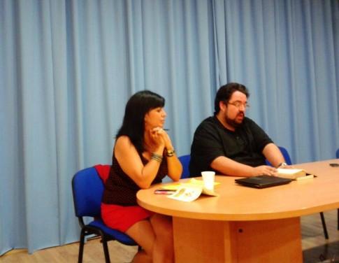 Elena Muñoz y Fernando López, durante uno de los eventos de la escuela (Foto cortesía de Letras Vivas)