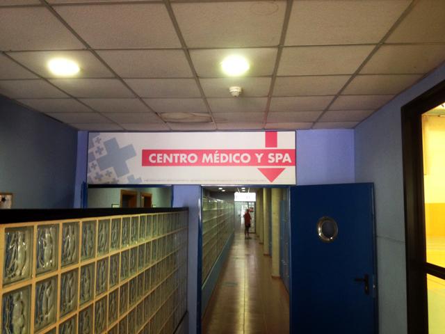 Acceso a la zona de spa desde el interior del polideportivo (Foto: Rivas Actual)