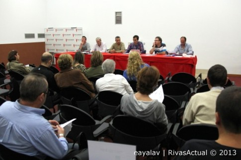 Un momento de la reunión celebrada ayer (Foto: Enrique Ayala)