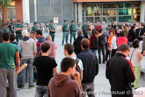 Una imagen de la concentración del pasado 10 de octubre, con los GRS al fondo (Foto: Enrique Ayala)