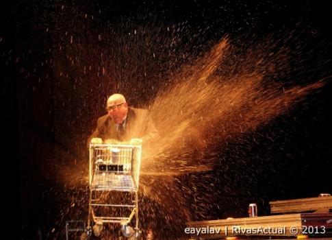 Leo Bassi durante su actuación de ayer (Foto: Enrique Ayala)