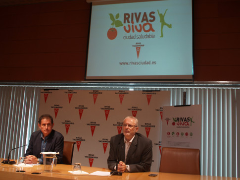 Marcos Sanz (izquierda) y Fausto Fernández, durante la presentación de la aplicación, esta mañana (Foto cortesía del Ayuntamiento de Rivas)