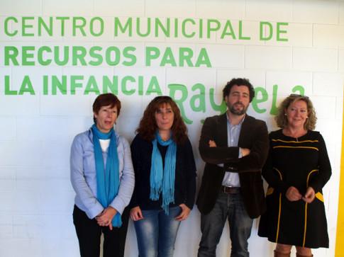 El concejal de Educación, con las tres directoras de las escuelas infantiles municipales, tras el encuentro de esta mañana (Foto cortesía del Ayuntamiento de Rivas)