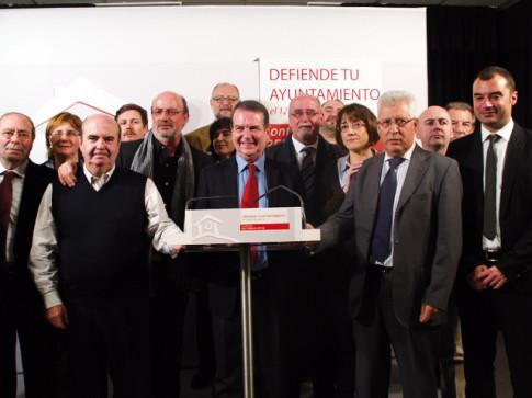 José Masa (séptimo por la derecha), juntos a varios de los alcaldes presentes en el acto de eesta mañana (Foto cortesía del Ayuntamiento de Rivas)