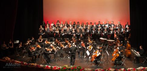 El coro y la orquesta, durante el concierto (Foto: A. Martín Rebollo)