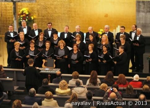 La Coral Aires de Castro, durante el concierto de ayer (Foto: Enrique Ayala)