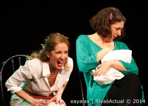 María José del Valle (izquierda) y Lucía Álvarez, en un momento de la actuación (Foto: Enrique Ayala)
