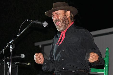 El  Cabrero durante una actuación (Foto tomada del blog librosyaguardientes.blogspot.com)