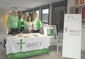 Mesa de la AECC en el Hospital del Sureste, esta mañana (Foto cortesía de Ayto. Rivas)