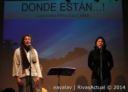 Pedro Guerra y Libia Franco, en el escenario del García Lorca (Foto: Enrique Ayala)
