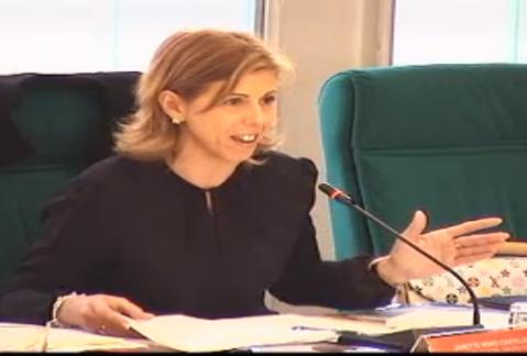 Janette Novo, durante el debate de la moción (Imagen tomada de la retransmisión en directo de Rivas Al Día TV)