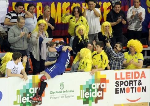 Aficioandos del Rivas Las Lagunas (todos de amarillo) celebran unel gol de Carlos Cortijo (Foto cortesía del club)