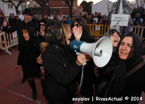 El entierro de la sardina -y con ella, también del Carnaval- registró momentos dolorosos, como el que muestra la foto de Enrique Ayala