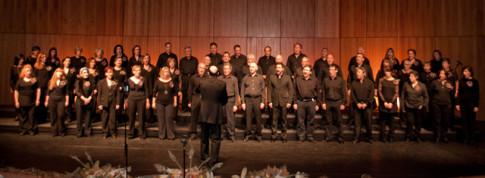 El Coro durante una de sus actuaciones (Foto cortesía de Coro Rivas)
