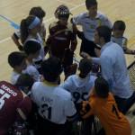 El entrenador da instrucciones a los alevines (Foto cortesía del club)
