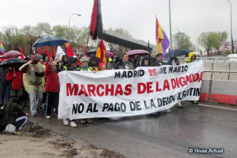 Momento en que la columna abandona Rivas , en la marcha de marzo de 2014 (Foto Rivas Actual)