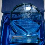 Trofeo que el club regaló a las jugadoras y cuerpo técnico (Foto cortesía del club)