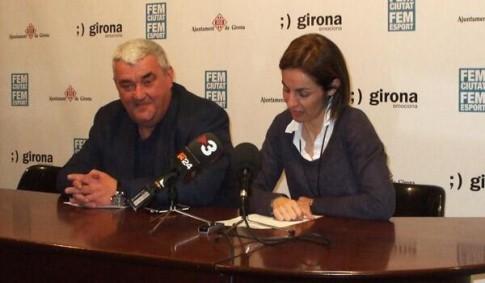 Anna Caula, durante la rueda de prensa presentando su dimisión (Foto tomada del Twitter de Uni Girona)