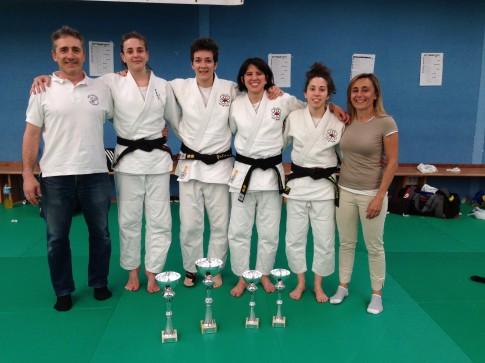 Las cuatro judokas del club ripense clasificadas para el Campeonato de España Absoluto (Foto cortesía del club)