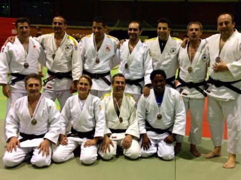 Varios de los judokas del club que han participado en el Campeonato de Veteranos Foto cortesía del club)