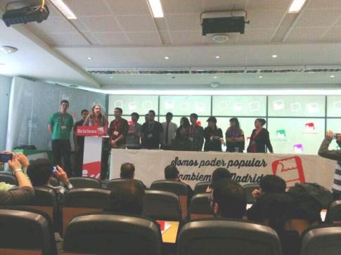 Leire Olmeda, durante su discurso al final de la Conferencia (Foto cortesía de IU Rivas)