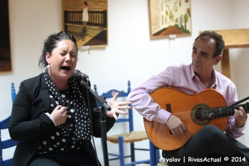 La Yiya, con Pepe Núñez, durante su actuación (Foto: Enrique Ayala)