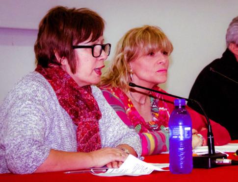 Mari Paz Parrilla (en primer plano) y Charo Picó, durante el acto (Foto cortesía de ALRV)