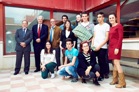 Los premiados, junto al Alcalde de Rivas, la concejala de Desarrollo Económico y Empleo y directivos de 3M (Foto cortesía de Ayto. Rivas)