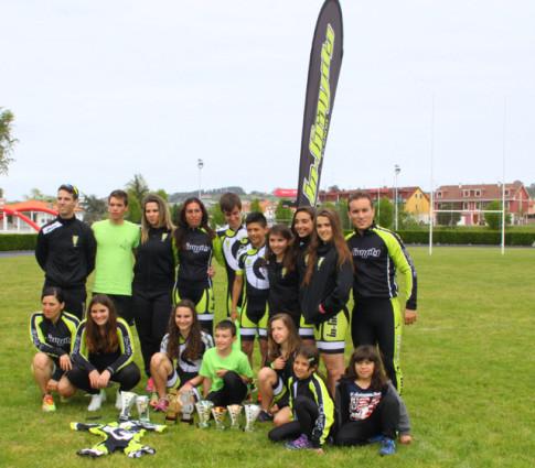 Miembros del club en el trofeo de Gijón (Foto cortesía del club)