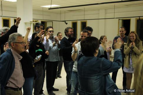 Militantes de Podemos Rivas y Arganda celebran los resultados, en la fiesta celebrada esta misma noche en un local del barrio de Pablo Iglesias (Foto Rivas Actual)