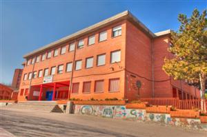 El colegio público El Olivar, en la zona de Covibar, es uno de los que más plazas libres podrían tener en este momento (Foto: Ayto Rivas)