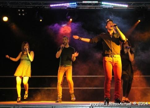 Un momento de la actuación de La Década Prodigiosa en las fiestas (Foto: Enrique Ayala)