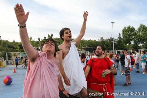 Dos participantes en la Fiesta de Togas (Foto: Enrique Ayala)