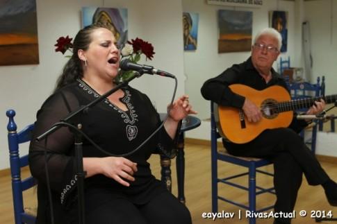 La Nati, con Calatraveño a la guitarra durante la actuación (Foto: Enrique Ayala)