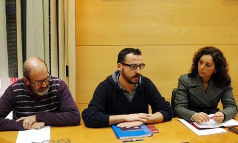 Montse Burgos, acompañada de Raúlk Sánchez y Curro García Corrales, durante una comparecencia, hace unos meses (Foto archivo Rivas Actual)