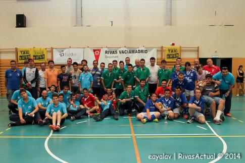 Los participantes posan juntos tras el torneo (Foto Enrique Ayala)