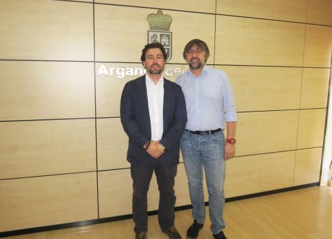 Pedro del Cura (a la izquierda) y Pablo Rodríguez, alcaldes respectivamente de Rivas y Arganda (Foto Ayto Rivas)